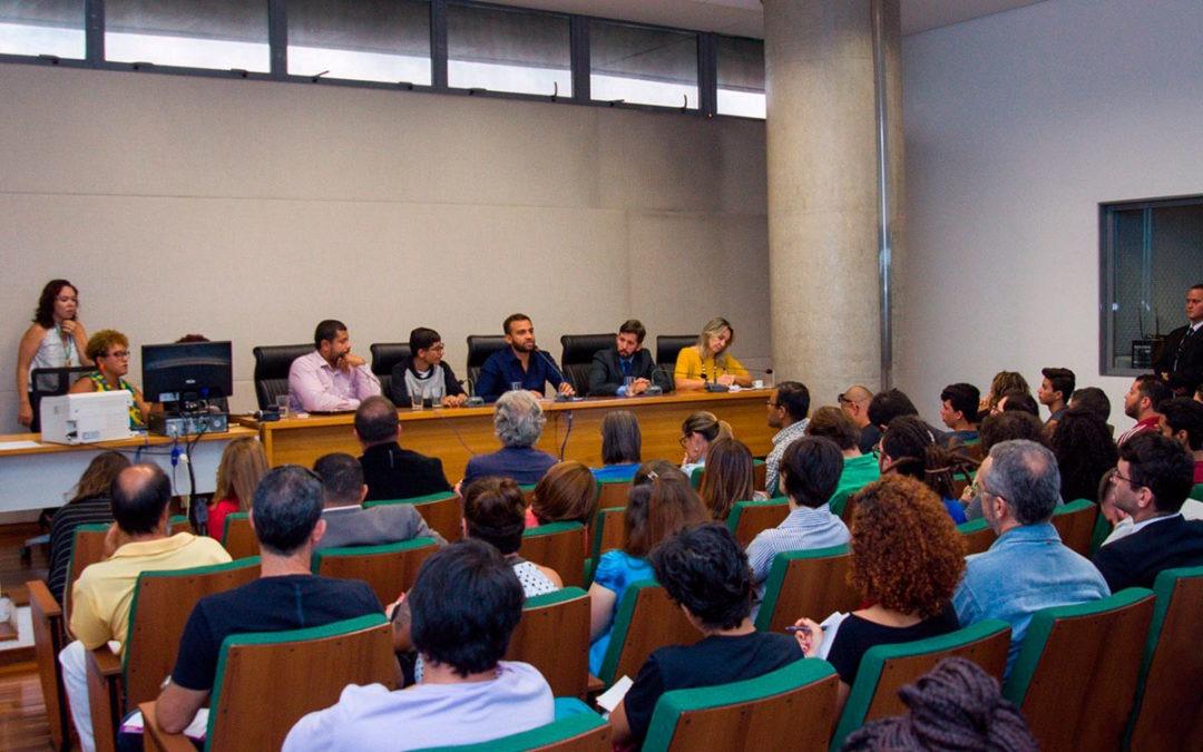 Reunião Pública resulta em encaminhamentos para barrar militarização das escolas