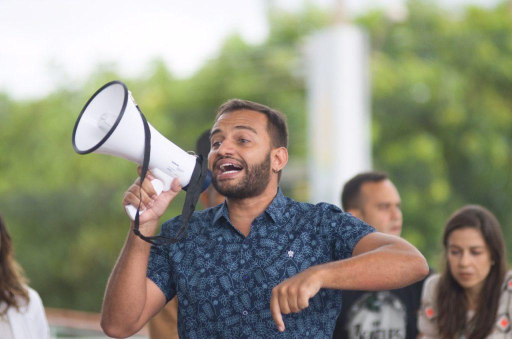 Fábio participa do ato do Movimento Passe Livre na frente da CLDF
