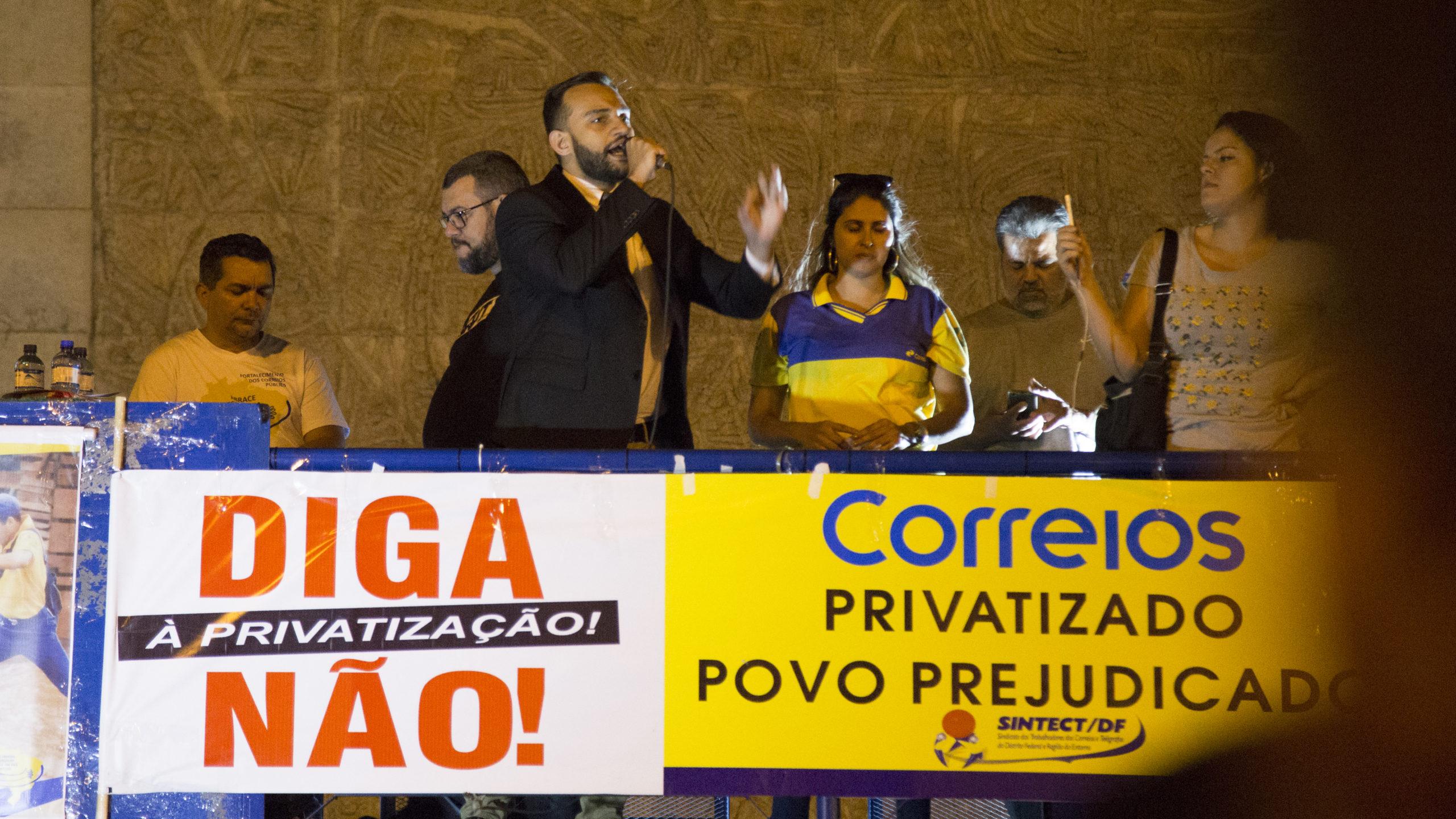 Não às privatizações e o descaso com o serviço público