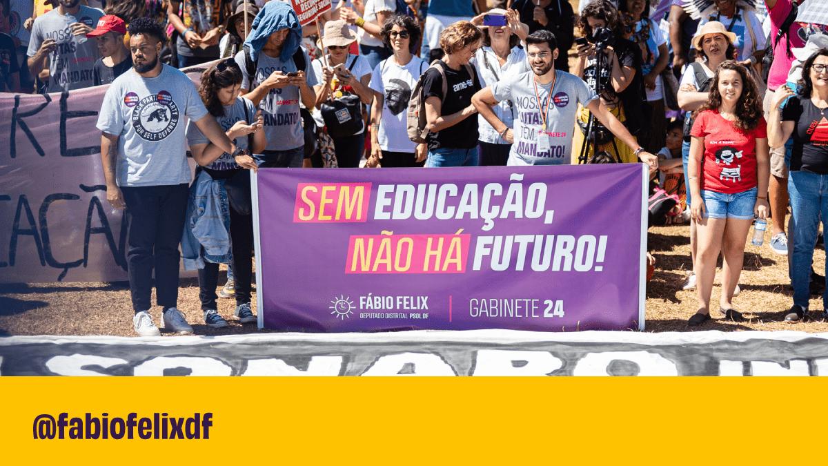 Bolsonaro, tire as mãos das universidades federais